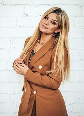 Cultured lady Yana from Kherson (Ukraine), 29 yo, hair color blonde