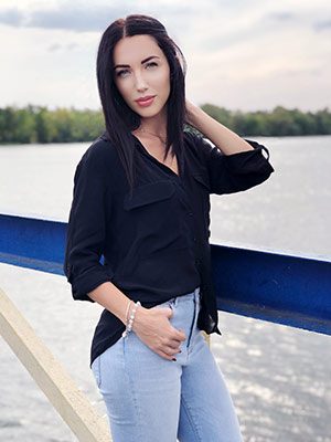 Open lady Elena from Kherson (Ukraine), 32 yo, hair color brunette