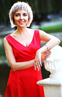 Cheerful bride Natal'ya from Khmelnitsky (Ukraine), 45 yo, hair color brown