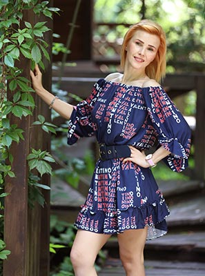Attentive bride Elena from Khmelnitsky (Ukraine), 42 yo, hair color red-haired