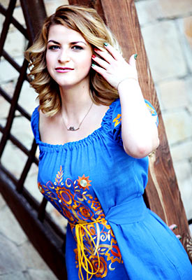 Gentle bride Irina from Khmelnitsky (Ukraine), 34 yo, hair color blonde