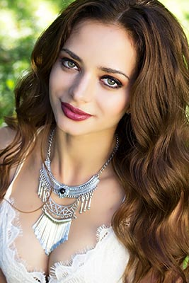 Manysided bride Karina from Kiev (Ukraine), 28 yo, hair color brown-haired