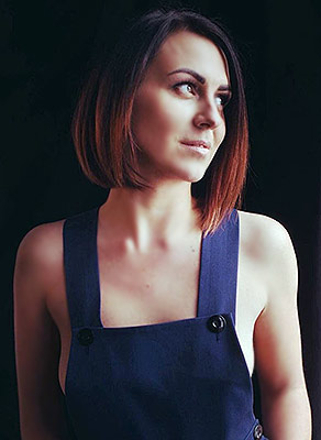 Fond bride Anastasiya from Kiev (Ukraine), 33 yo, hair color brunette
