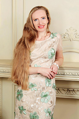Feminine bride Oksana from Kiev (Ukraine), 39 yo, hair color blonde