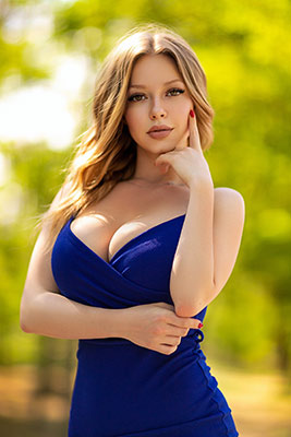 Little bride Nina from Odessa (Ukraine), 25 yo, hair color blonde