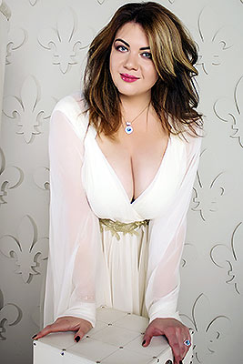 Young bride Yuliya from Kiev (Ukraine), 32 yo, hair color dark brown
