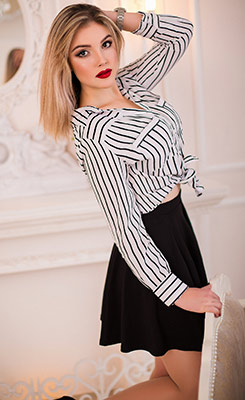 Romantic lady Valeriya from Perevalsk (Ukraine), 20 yo, hair color brown-haired
