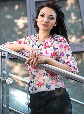 Wellbred lady Anna from Dnipro (Ukraine), 27 yo, hair color chestnut