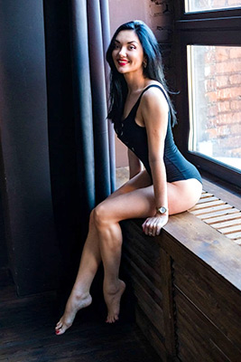 Ambitious woman Alena from Moscow (Russia), 34 yo, hair color black