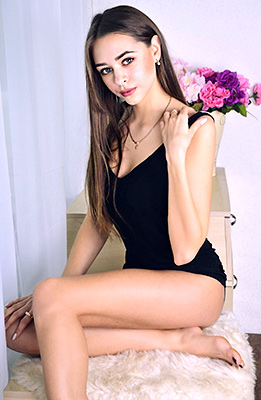 Changeable lady Polina from Kiev (Ukraine), 24 yo, hair color brown