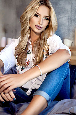 Optimistic bride Anastasiya from Kiev (Ukraine), 28 yo, hair color blonde