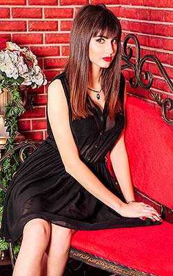 Young bride Elizaveta from Lugansk (Ukraine), 23 yo, hair color chestnut