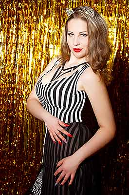 Young bride Alina from Lugansk (Ukraine), 22 yo, hair color brown-haired