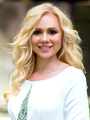 Enthusiastic lady Irina from Kharkov (Ukraine), 30 yo, hair color blonde