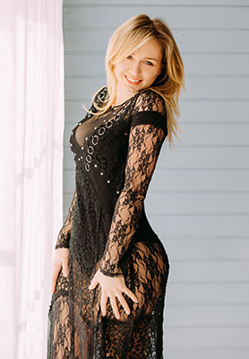 Neat wife Anna from Kiev (Ukraine), 27 yo, hair color blonde