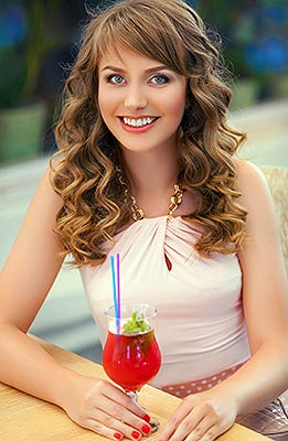 Young bride Nina from Dnepropetrovsk (Ukraine), 28 yo, hair color light brown