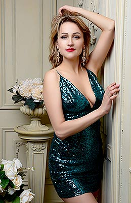 Sweet woman Marina from Kiev (Ukraine), 36 yo, hair color dark brown