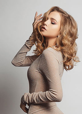 Romantic lady Mariya from Vladikavkaz (Russia), 20 yo, hair color blonde