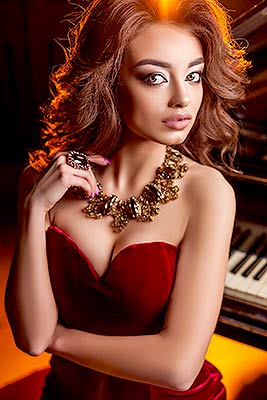 Creative bride Anastasiya from Kharkov (Ukraine), 22 yo, hair color chestnut