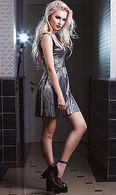 Rational girl Arina from St. Petersburg (Russia), 21 yo, hair color blonde