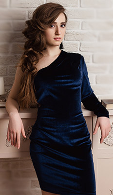 Intelligent lady Dar'ya from Chelyabinsk (Russia), 21 yo, hair color brown-haired