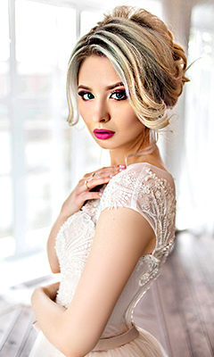 Romantic bride Irina from Omsk (Russia), 22 yo, hair color light brown