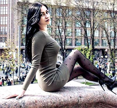 Optimistic woman Karina from Gorlovka (Ukraine), 26 yo, hair color black