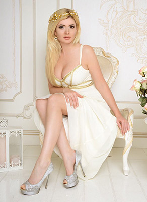 Romantic woman Irina from Kiev (Ukraine), 36 yo, hair color blonde