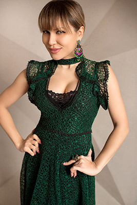 Leader bride Ekaterina from Kiev (Ukraine), 38 yo, hair color brown-haired
