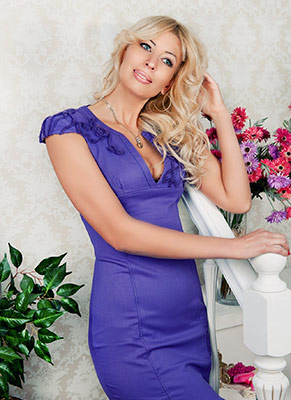 Attentive woman Elena from Odessa (Ukraine), 47 yo, hair color blonde