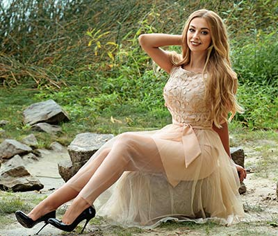 Cheerful woman Anna from Kiev (Ukraine), 28 yo, hair color brown