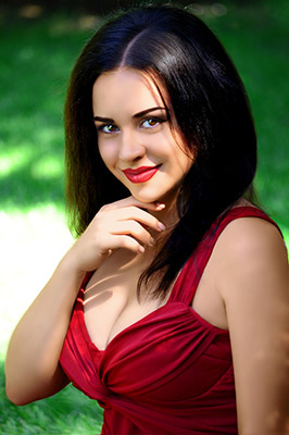 Communicative bride Anna from Berdyansk (Ukraine), 25 yo, hair color black