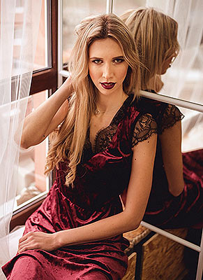 Blond lady Yana from Nikolaev (Ukraine), 30 yo, hair color blonde
