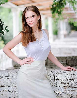 Young lady Ruslana from Nikolaev (Ukraine), 21 yo, hair color light brown
