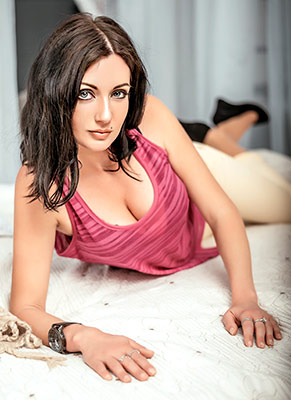 Curious woman Ekaterina from Nikolaev (Ukraine), 30 yo, hair color brunette