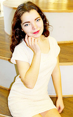 Twins bride Snejana from Kherson (Ukraine), 18 yo, hair color chestnut