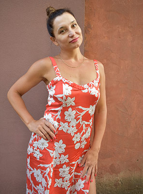 Gentle wife Alena from Kherson (Ukraine), 45 yo, hair color chestnut