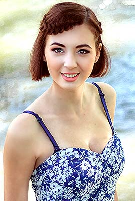 Purposeful bride Veronika from Nikolaev (Ukraine), 21 yo, hair color chestnut