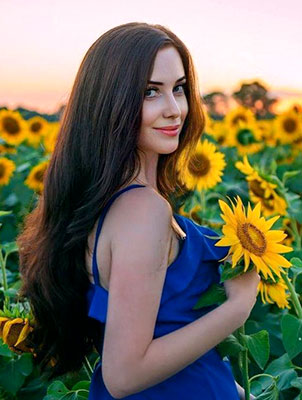 Goal oriented woman Yuliya from Nikolaev (Ukraine), 34 yo, hair color brunette
