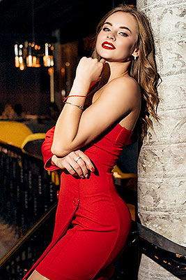 Sincere bride Yuliya from Nikolaev (Ukraine), 27 yo, hair color light brown