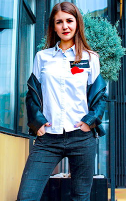 Active lady Karina from Nikolaev (Ukraine), 20 yo, hair color brunette