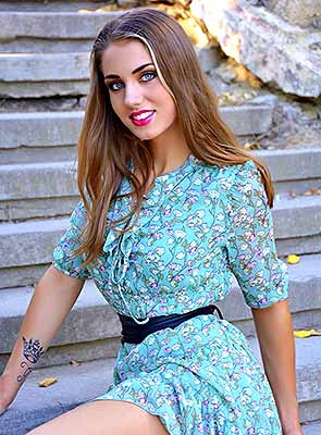Kind girl Yuliya from Odessa (Ukraine), 20 yo, hair color brown