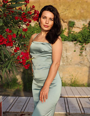 Attentive woman Nataliya from Odessa (Ukraine), 32 yo, hair color brunette