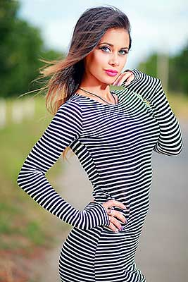 Cheerful lady Ekaterina from Odessa (Ukraine), 34 yo, hair color brunette