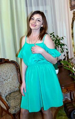 Serious lady Irina from Uzhgorod (Ukraine), 31 yo, hair color brown-haired