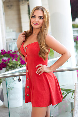 Kind woman Aleksandra from Odessa (Ukraine), 33 yo, hair color blonde