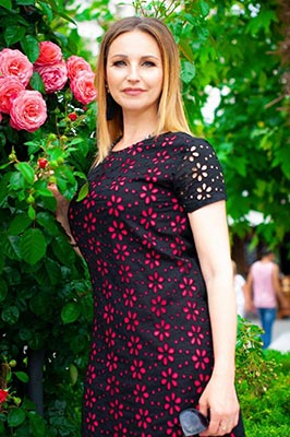 Ambitious wife Veronika from Chernomorsk (Ukraine), 50 yo, hair color peroxide blonde