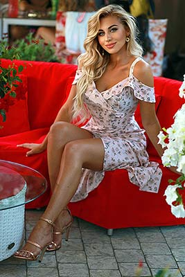 Kind girl Aleksandra from Odessa (Ukraine), 22 yo, hair color blonde