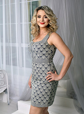 Good lady Natal'ya from Odessa (Ukraine), 47 yo, hair color peroxide blonde