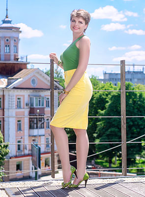 Cheerful lady Yanina from Poltava (Ukraine), 36 yo, hair color light brown